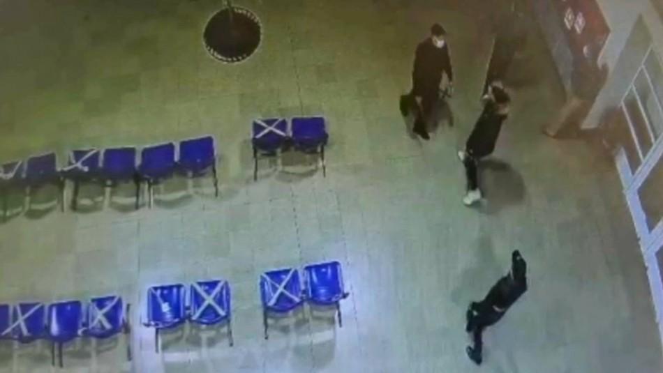 Hombre agrede a guardias de consultorio: Le impidieron ingresar con su pareja a Urgencias