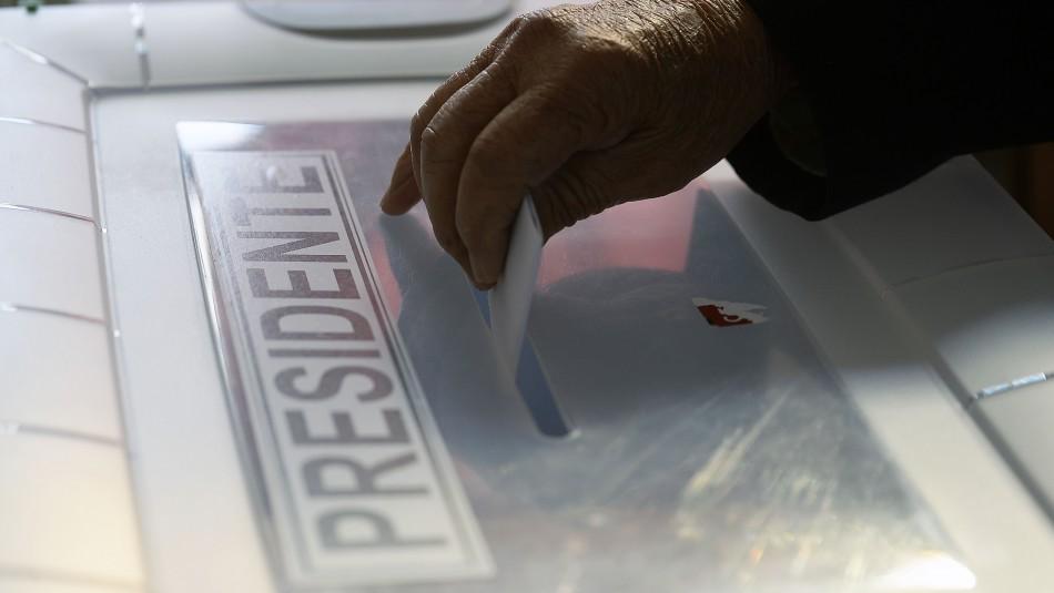 Oficialismo y parte de la oposición rechazan proyecto que busca adelantar presidenciales