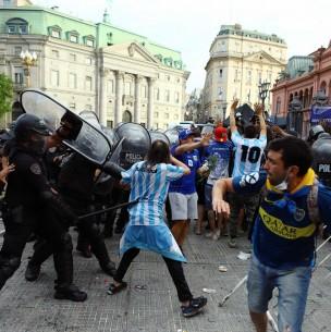 Se registran Incidentes en velorio de Diego Armando Maradona en la Casa Rosada