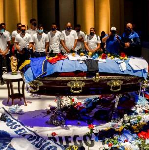 Filtran segunda foto de Maradona en el ataúd: También fue tomada por empleados de funeraria