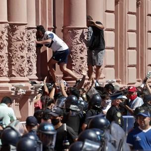Gobierno anticipa término del velatorio de Maradona por incidentes en Casa Rosada