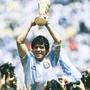 Hinchas piden homenaje póstumo para Maradona: Quieren que se emita un billete en su honor