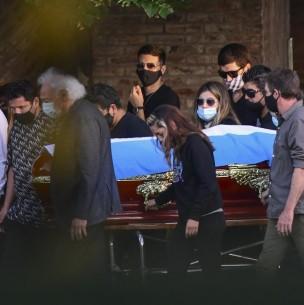 Empleado de funeraria que se fotografió con cadáver de Maradona rompió su silencio