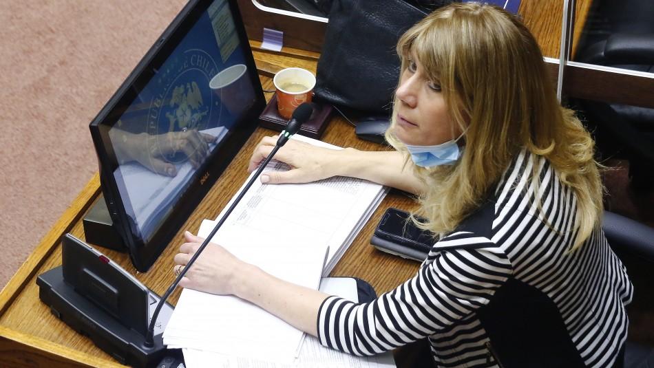 Senadora Rincón critica cobro de impuestos al retiro.