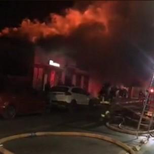 Gigantesco incendio destruyó al menos siete locales comerciales en el centro de Talca