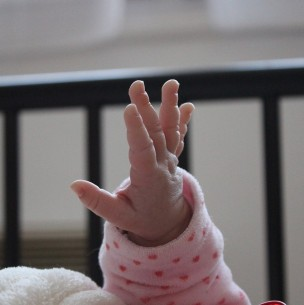 Bebé muere tras ser inyectada con heroína: Apuntan a su madre como principal sospechosa