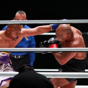 Mike Tyson empata con Jones Jr. en su primer combate en 15 años