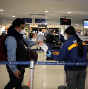 Cadem: 76% está en desacuerdo con la reapertura de fronteras para extranjeros