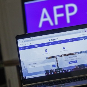 Retiro de fondos AFP: 59,4% rechaza cobrar impuestos a sueldos sobre $700 mil según Pulso