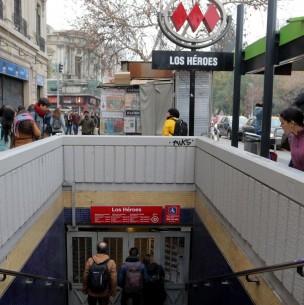 Investigan sustancia: Corte en la Alameda y cierre de estación de Metro por procedimiento