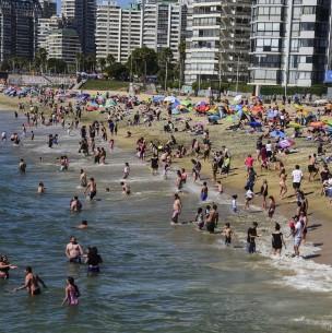 Hasta $51 millones: Multarán a quienes infrinjan medidas sanitarias en playas y piscinas