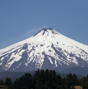 Reportan pulso eruptivo en volcán Villarrica: Se mantiene Alerta Amarilla en comunas de la zona