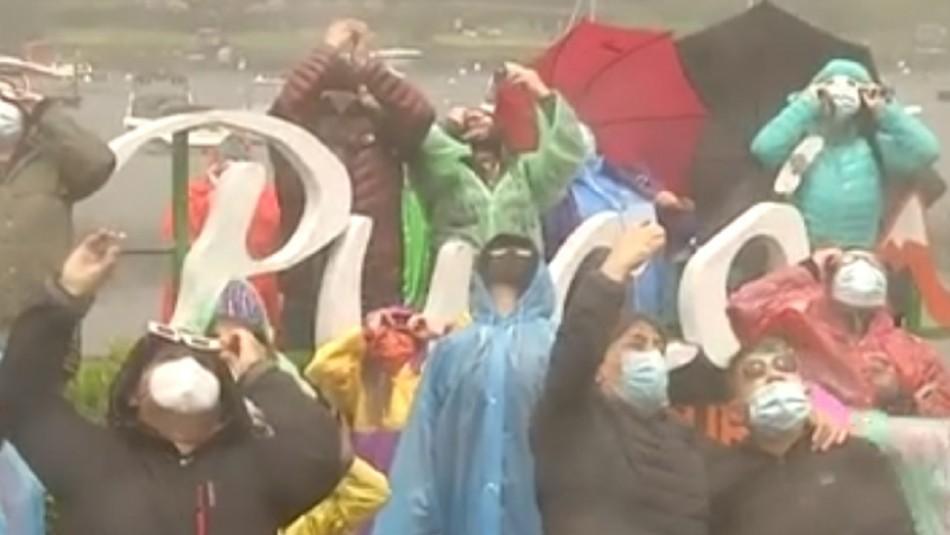 Eclipse Solar: Familias celebraron eufóricas los rayos de sol que aparecieron en Pucón