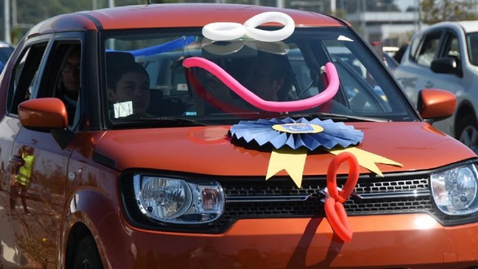 Ceremonia de graduación en auto en Concepción.
