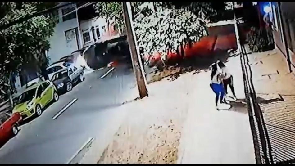 Video registra volcamiento de auto robado: embarazada resulta lesionada y hay dos detenidos