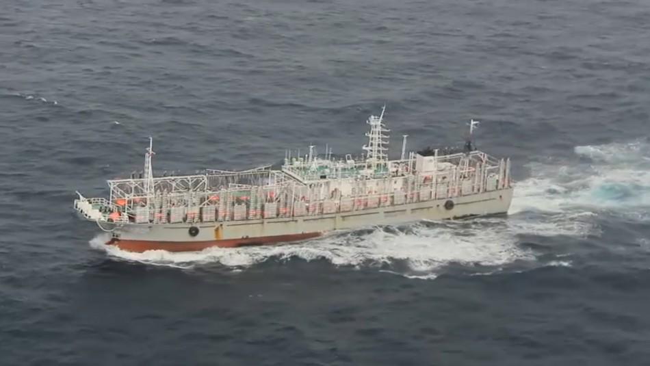 Las inéditas imágenes de la flota china que navega frente a las costas de Chile