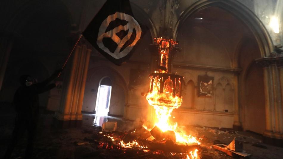 Fiscalía pide 14 años de cárcel para acusado de incendiar iglesia de Carabineros