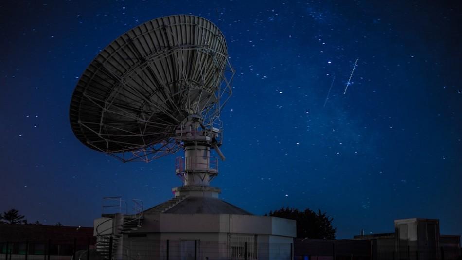Astrónomos detectan una inexplicable señal de radio mientras buscan vida extraterrestre