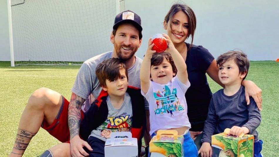 La lujosa pijama de Antonela Roccuzzo, Leo Messi y sus hijos en su retrato navideño
