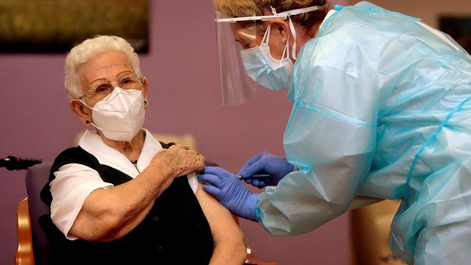 Una anciana de 96 años fue la primera vacunada contra el coronavirus en España