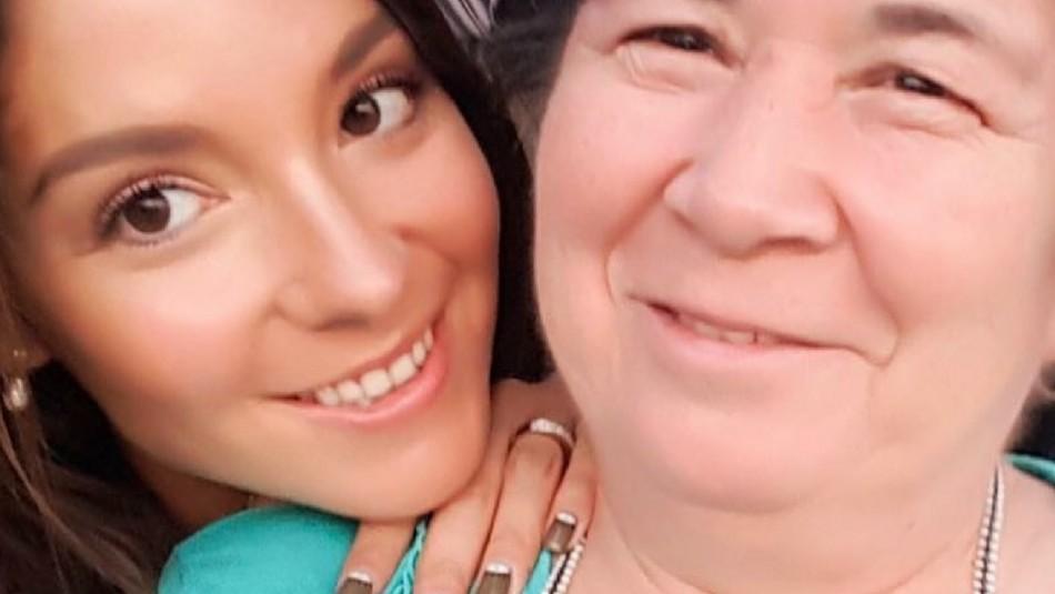 Kel Calderón posa en tierna sesión de fotos junto a su asesora del hogar: