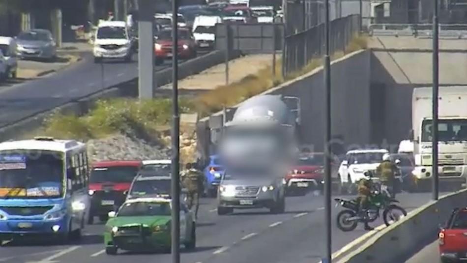 Video muestra momento en que carabineros son atropellados por auto en medio de persecución