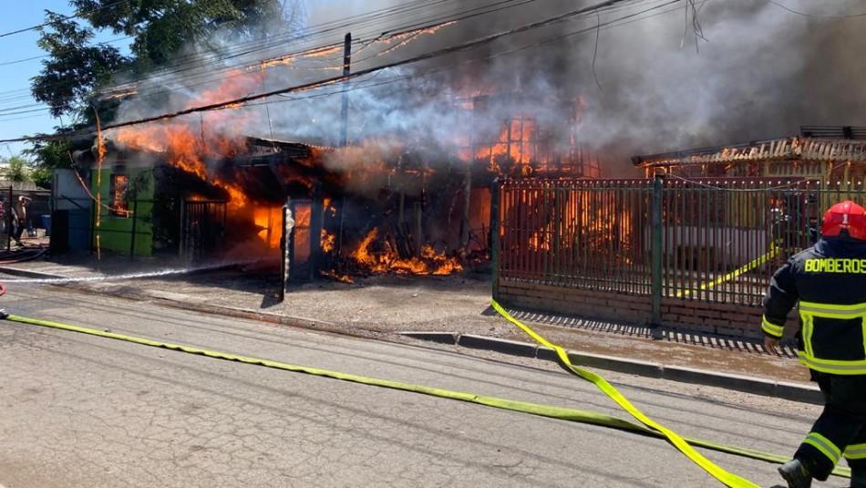 Incendio consumió al menos cuatro casas en la comuna de Colina
