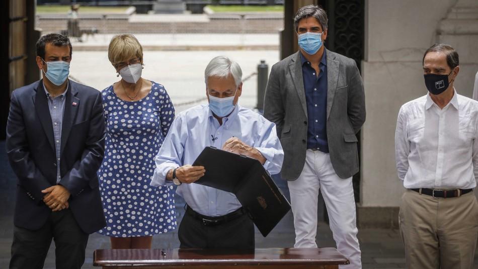 Piñera firma proyecto que crea Defensoría para Víctimas de Delitos y destaca alza en pensiones