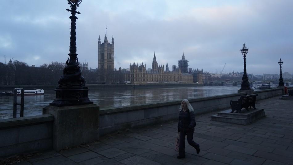 Cuarentena total en Inglaterra debido a nueva cepa: Se mantendría al menos hasta febrero
