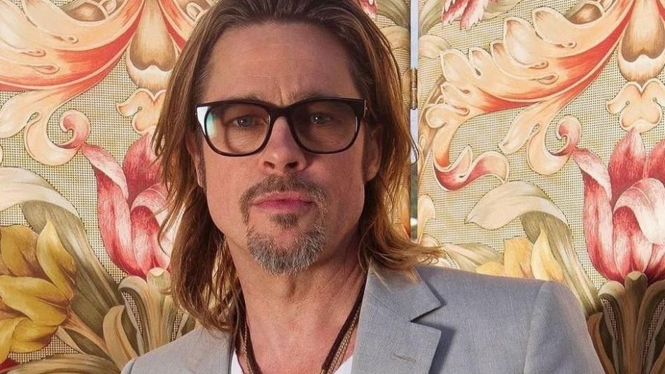 Brad Pitt reaparece disfrutando de unas vacaciones y deja ver su espalda llena de tatuajes