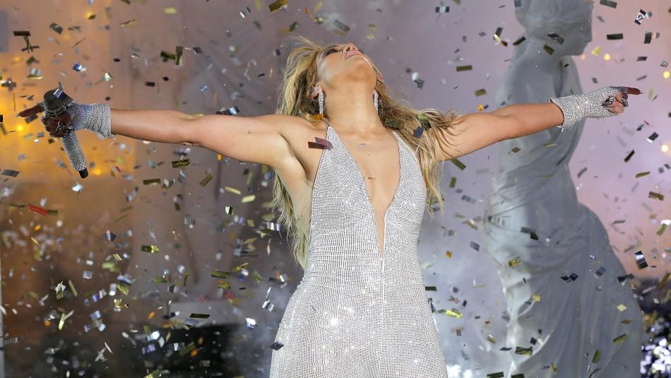 Jennifer Lopez medita al natural en la playa y sus seguidores