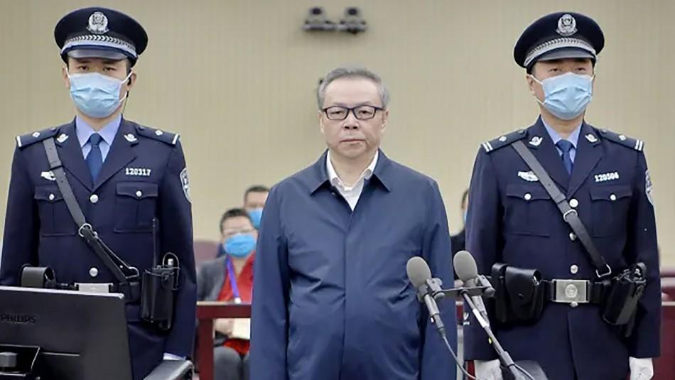 Condenan a muerte a exbanquero chino por