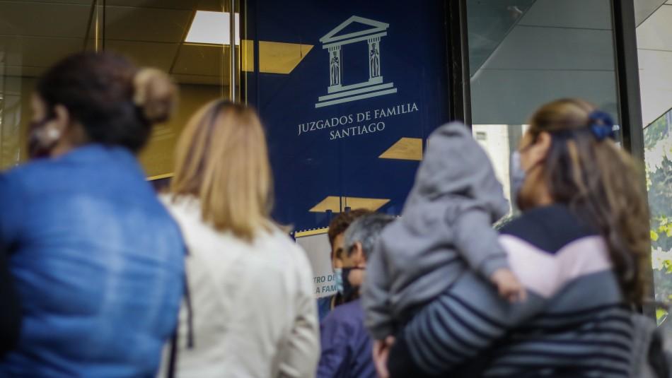 Mujeres sufren amenazas al solicitar pago de pensiones con retiro del 10%.
