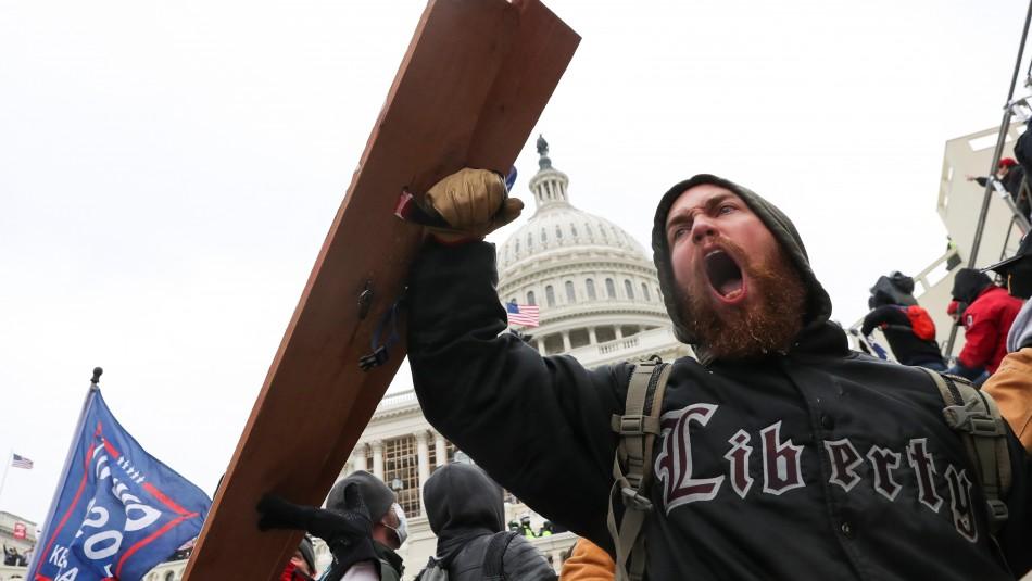 Decretan toque de queda en Washington ante protestas de partidarios de Trump