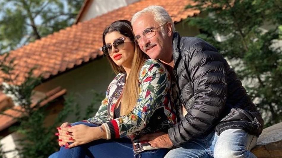 Hijo de Vicente Fernández hace alarde del papá de su novia, la