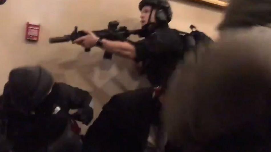 Muere mujer baleada en medio de disturbios al interior del Capitolio en Estados Unidos