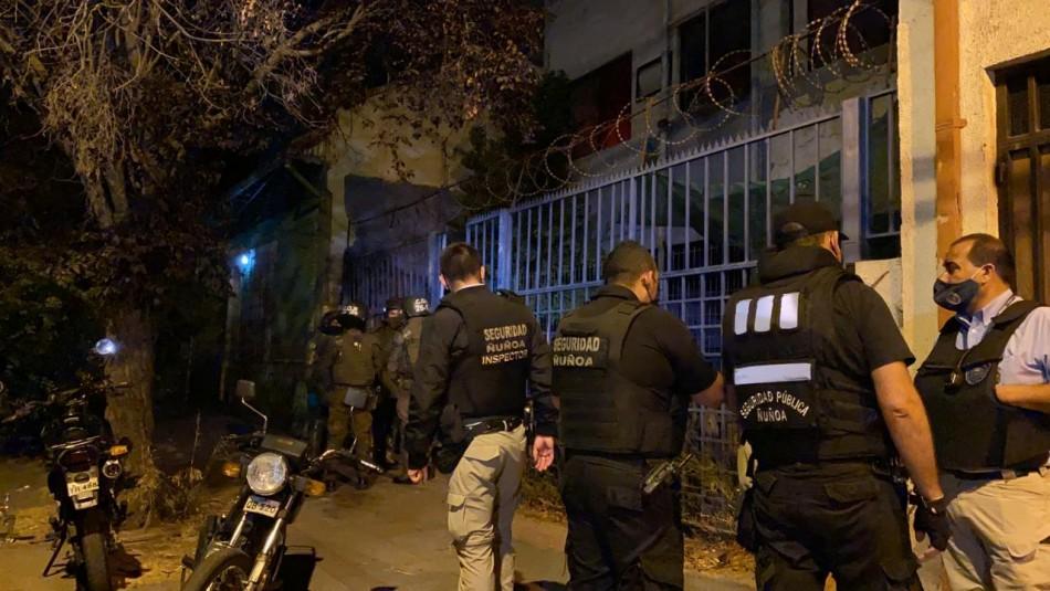¡No entienden!: 79 detenidos en fiesta clandestina en casa okupa de Ñuñoa