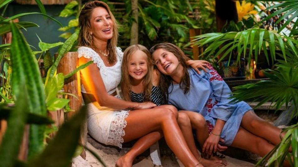 Las fabulosas vacaciones de Geraldine Bazán con sus hijas en la playa