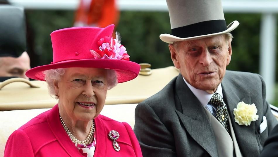 La reina Isabel II y su esposo fueron vacunados contra el coronavirus