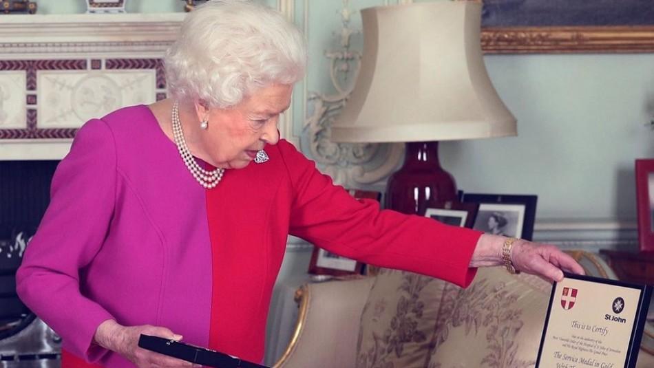Roba a la reina Isabell II y vende artículos por eBay: Empleado real pagará 8 meses de cárcel