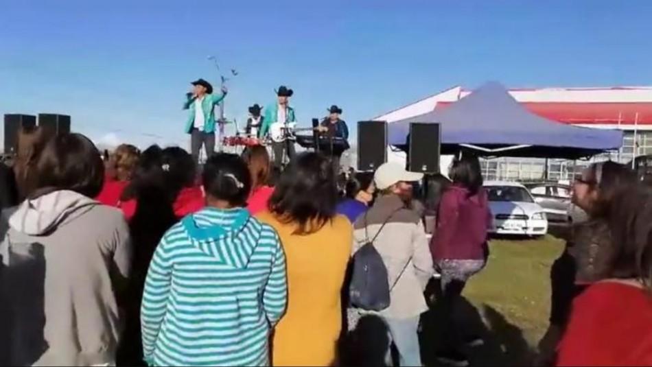 Abren sumario por feria de verano en Puerto Montt que tuvo baile y show de banda de rancheras