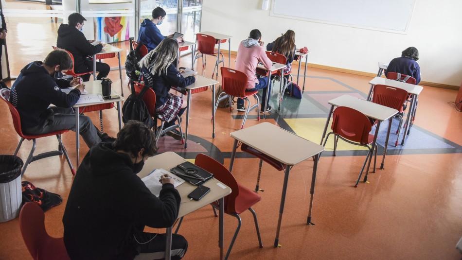 Confirman que año escolar comenzará el 1 de marzo pese a alza de contagios