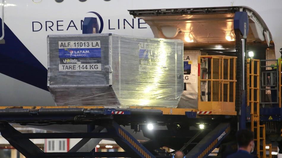 Llega a Chile el cargamento más grande de vacunas Pfizer: más de 88.000 dosis
