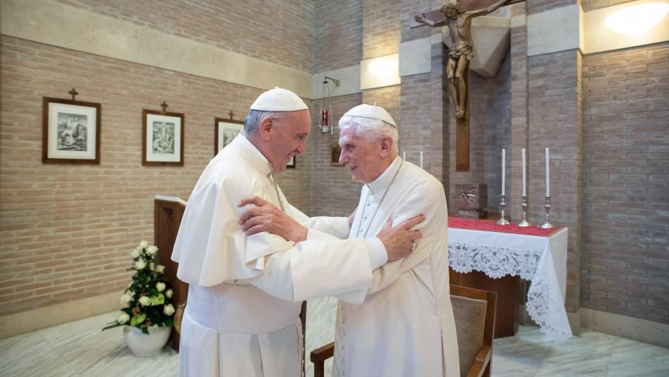 Papa Francisco y Benedicto XVI son vacunados contra el coronavirus