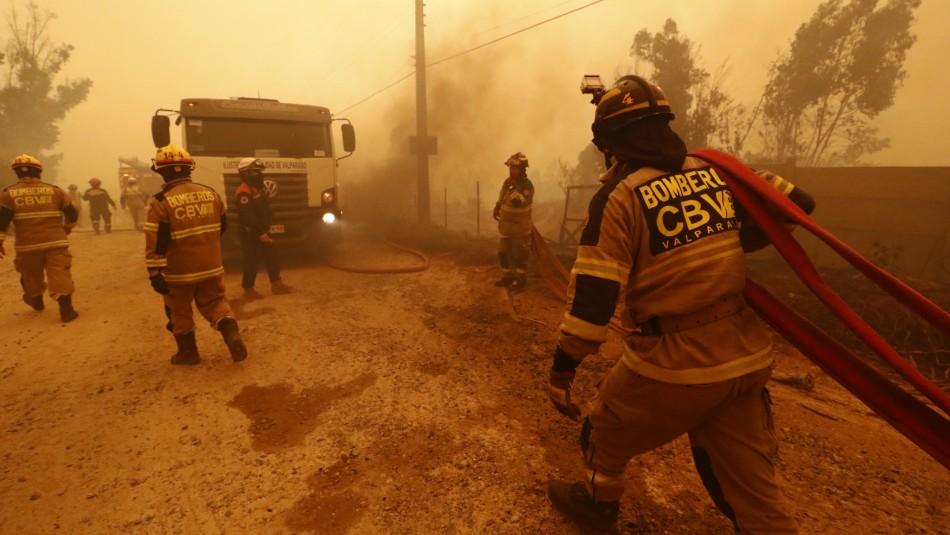 Los héroes del incendio en Quilpué: Así ha sido el arduo trabajo de voluntarios de Bomberos