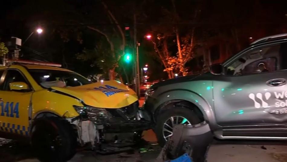 Dos detenidos tras robar un auto y chocar con vehículo de seguridad municipal en Providencia