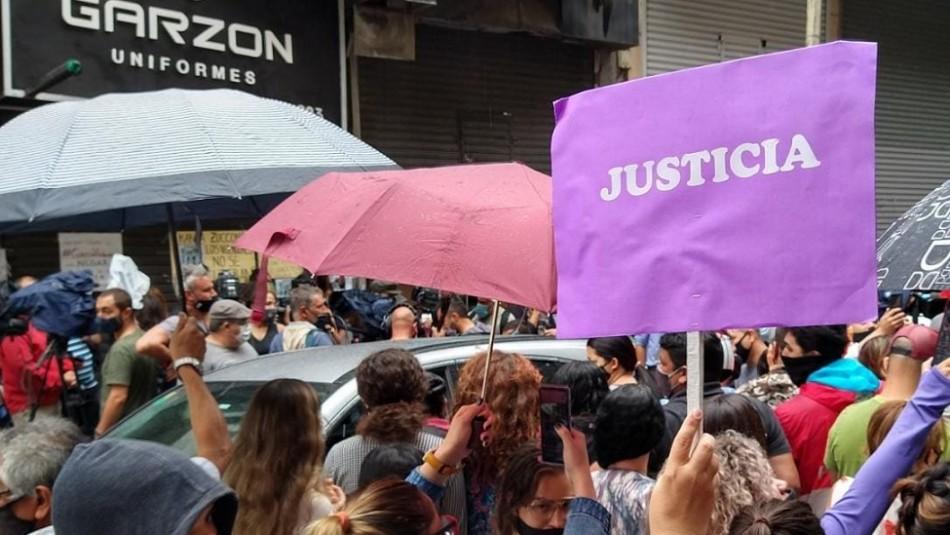 Masiva protesta para pedir justicia por empleada que violó su jefe en el primer día de trabajo