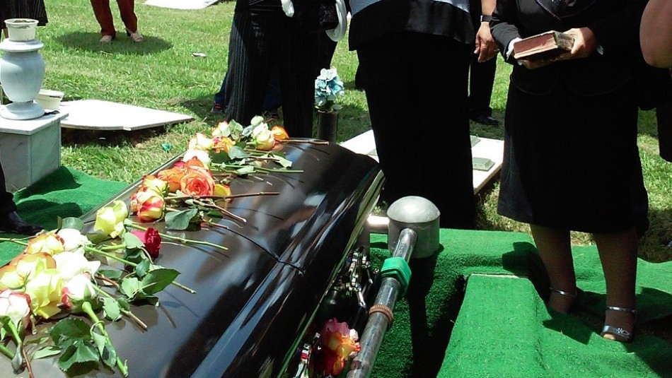 Madre ocultó que tenía Covid, contagió a su esposo y tres hijos: Todos murieron en un mes