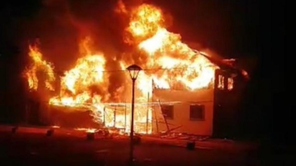 Incendio afecta a la Municipalidad de Panguipulli tras muerte de malabarista