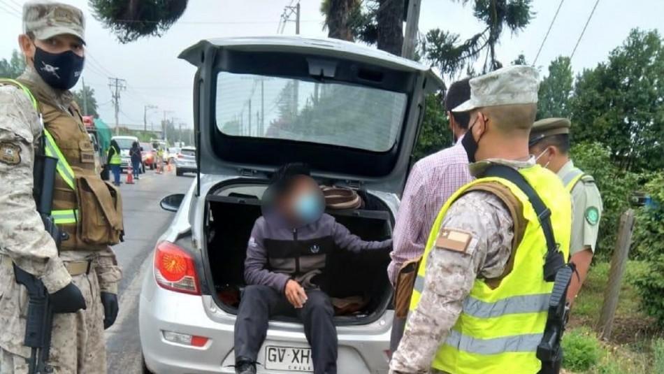 Hombre se escondió en maletero para evitar fiscalización.